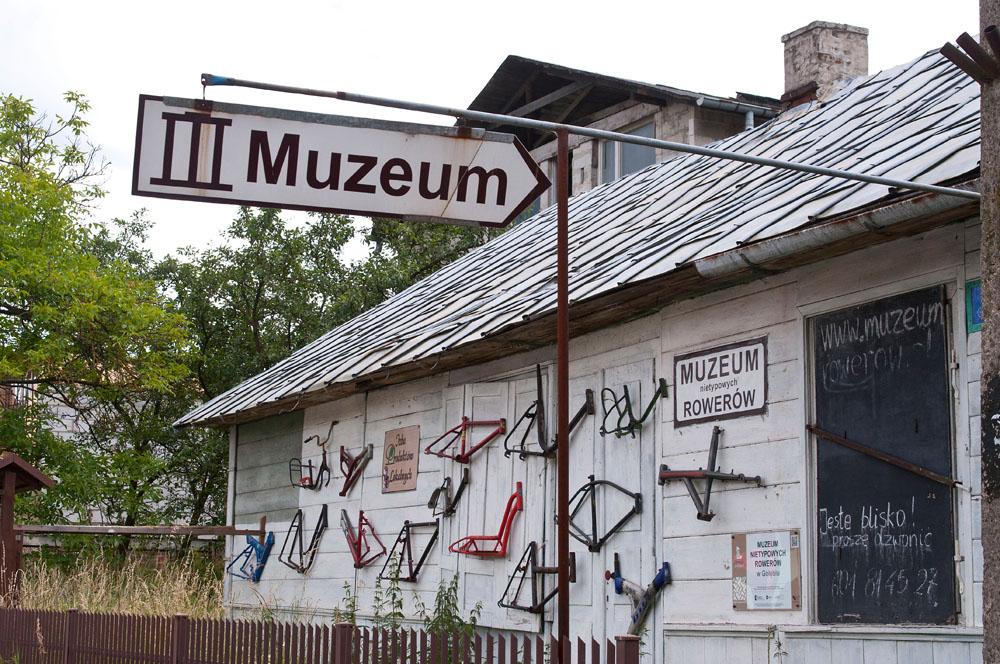 http://www.owocnienadwisla.pl/prawy-brzeg/muzeum-nietypowych-rowerow-w-golebiu/