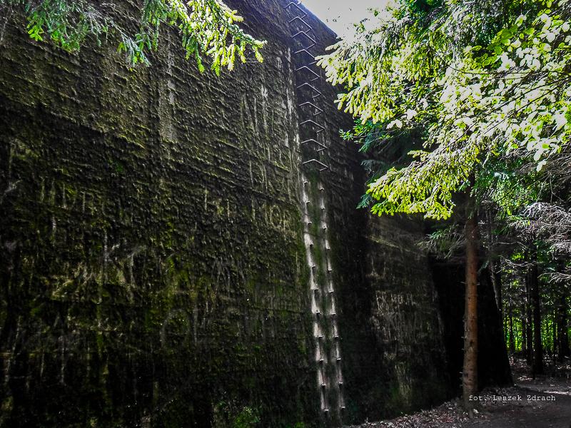 http://www.rodzinna-turystyka.pl/militaria-i-fortyfikacje/schrony-bunkry/fortyfikacje-w-polsce/fortyfikacje-niemieckie/mazury/OKH-mamerki-foto-galeria.html