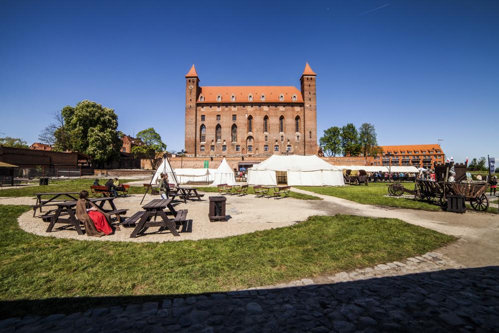 http://www.zamek-gniew.pl/galeria/historyczny-park-rozrywki